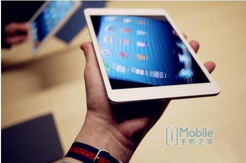 苹果iPadmini2搭载了一块7.9英寸的Retina显示屏,屏幕分辨率为2048x1536,图像处理更加细致生动。值得一提的是,由于iPadmini2配备多输入多输出技术的802.11n无线网络,使得网络接入速度更快;系统方面则使用了最新的ios7操作系。