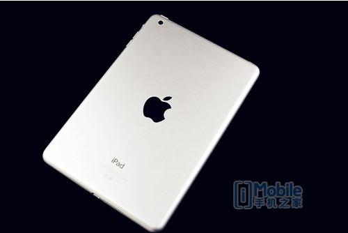 苹果 iPadmini2在运行单机版游戏时,速度非常快,而触摸屏的灵敏度也较上一代有了较大的提升,据介绍,这是由于iPadmini2使用了全新的64位架构的全新A7芯片,这使得iPadmini2的处理器速度和图形处理速度,分别比上一代芯片快达4倍和8倍,但是电池使用时间却并没有因此有减少。